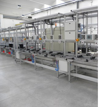TEST LINES<br><br>Production line for manual assembly of household appliances.<br><br>The line consists of individual work areas where the operator performs limited assembly operations, testing and packaging operations supported by equipment that allows simplification of work